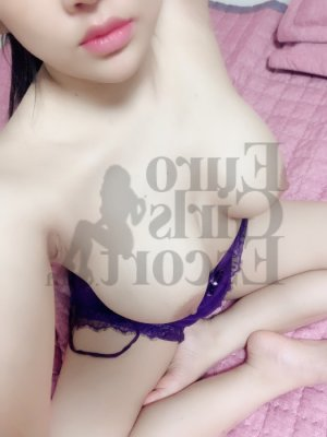 Ysalys nuru massage and live escort