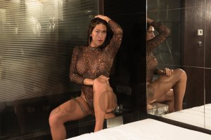 Lyona nuru massage, escort girl