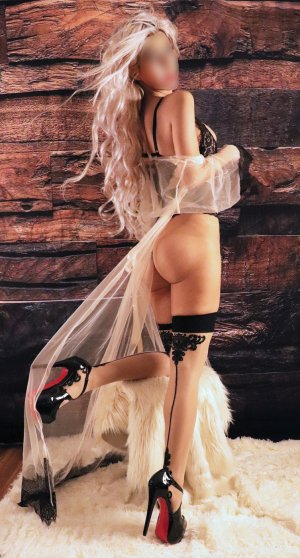 Manoelle tantra massage in Fountainebleau and live escorts