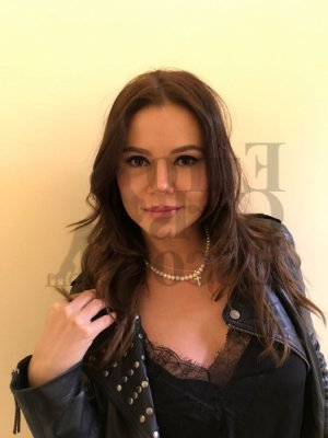 Marie-carine happy ending massage and call girls