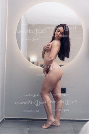 Fatim-zohra call girls in Garden City ID and thai massage